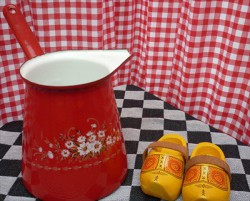 steelpan - rood & bloemen -1250 ml - wit